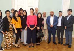 Suomen afganistanilaisten yhdistysten liiton ja sen jäsenyhdistysten ja yhteistyökumppaneiden edustajien tapaaminen apulaispormestari Nasima Razmyari