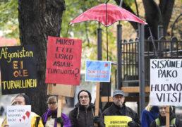 Amnesty luovutti sisäministerille vetoomuksen keskeyttää Afganistaniin kohdistuvat palautukset