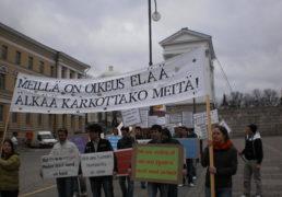 تظاهرات ده ها  تن از پناهجویان افغانی در فنلند! + عکس