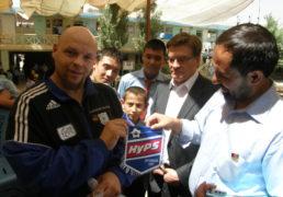 تیمو برتنن قهرمان بوکس کشور فنلند همراه با سفیر این کشور، مهمان لیسه معرفت درغرب کابل + عکس